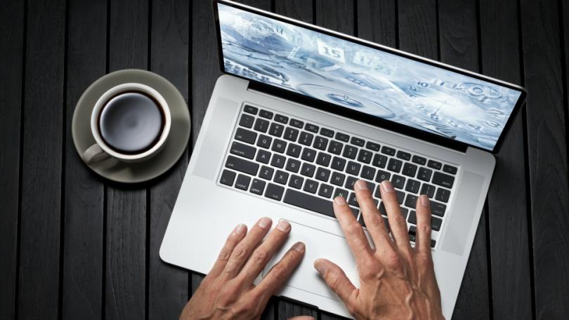 clean-mac-laptop